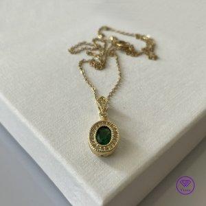18K vergoldete Halskette mit Rautenform - smaragdfarben