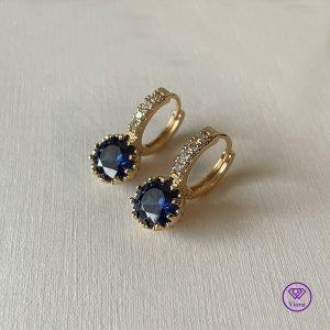 ♈️ 18K vergoldeter Ohrring mit rundem dunkelblauem Kristall