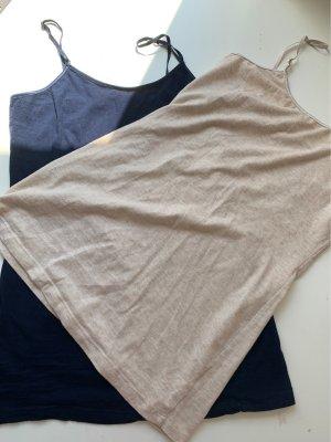 2 identische Unterzieh- T-Shirts in 2 verschiedenen Farben