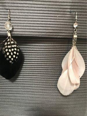 2 Paar flippige Federohrringe mit Perlen & Strass