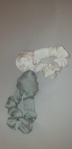 2 satin Scrunchies mit Blume von Nakd