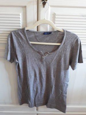2 T-Shirts mit Knopf