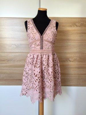 20032718 Rose nude Blumen Lochmuster Kleid von New Look Premium, Gr. 38 (NEU)