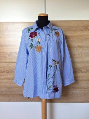 20062102 Blau weiß Streifen Blumen Stickerei Bluse von Zara, Gr. XXL (NEUw.)