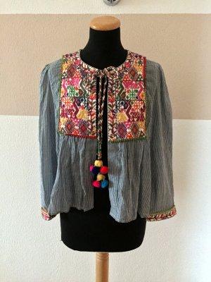 20123103 Blau weiß Stickerei Bommel Jacke, Bluse von Zara, Gr. M (NEU)
