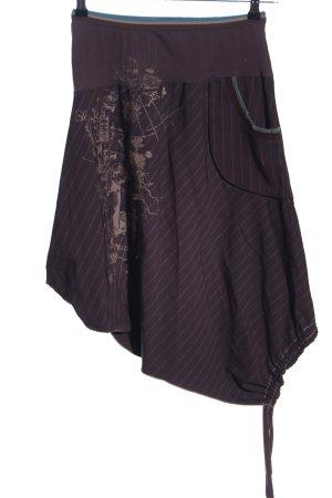 2026 Asymmetrie-Rock braun-wollweiß abstraktes Muster Street-Fashion-Look