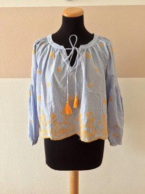 21011607 Blau weiß Blumenstickerei Bommel Bluse von Zara, Gr. S