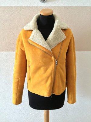 21011609 Senf gelbe Teddy Winterjacke von Zara, Gr. XS (NEU)