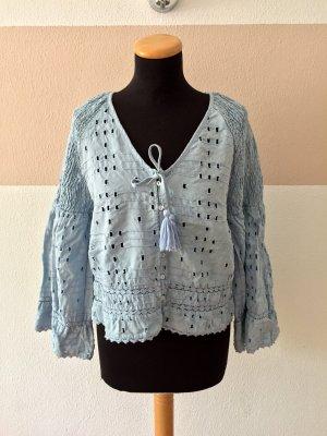 21051805 Blaue Lochmuster Bluse von Zara, Gr. M