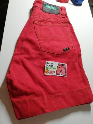 United Colors of Benetton Pantalón corto de tela vaquera rojo-rojo oscuro