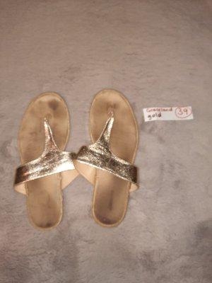 39 Schuhe