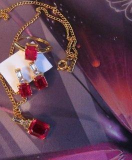 4 Teile, Kette, Anhänger, Ring, Ohrstecker, in gold und rot, neu
