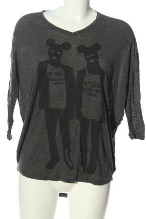 5 Preview Camisa tejida gris claro-negro estampado temático look casual