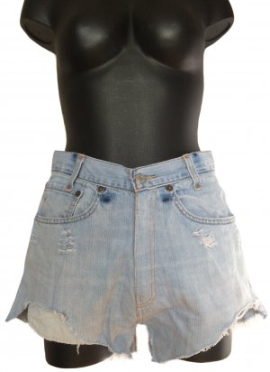 559 Levi's High Waist Jeansshorts destroyed Look