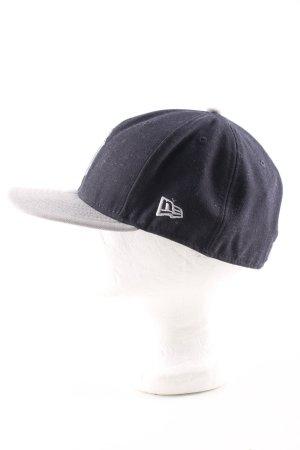 Cappello con visiera nero-grigio chiaro stile atletico