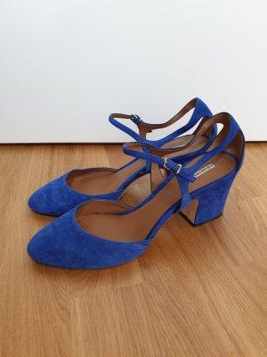 6.Emporio Armani small heels in Rauleden