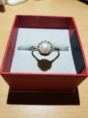 750  (18 ckarat) Ring mit Perle und Zirkonia