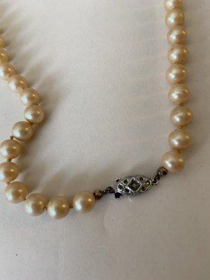 Collier de perles crème-argenté