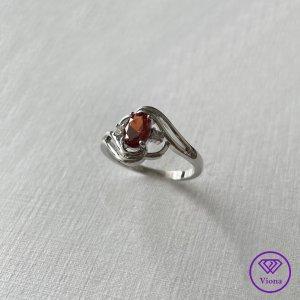 Viona Srebrny pierścionek srebrny-ciemnoczerwony