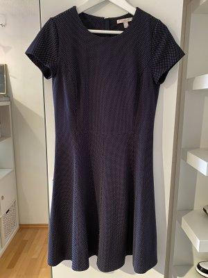 A-Linien-Kleid mit leichtem Punktemuster