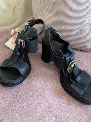 A.S.98 Sandalo con cinturino e tacco alto nero