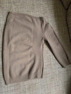 A-symmetrischer Pullover mit einem Ärmel