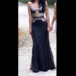 Vestido de noche negro-color oro