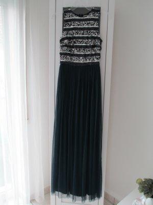 Abendkleid aus Tüll mit gelegten Falten von LACE & BEADS
