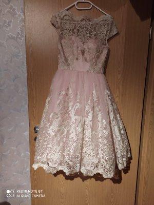 Chi Chi London Sukienka midi w kolorze różowego złota