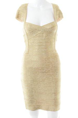 Vestido de noche color oro estilo fiesta