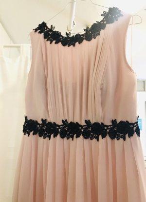 Abendkleid in rosa mit schwarzen Details