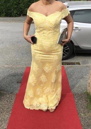 Abendkleid mit Schleppe und Spitze in gelb zu verkaufen