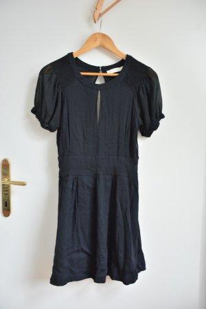 Abendkleid mit transparentem Rücken und Ausschnitt