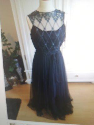 Abendkleid schwarz mit Spitzenobetteil
