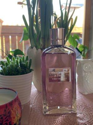 Abercrombie & Fitch Medaglione color oro rosa