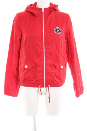 Abercrombie & Fitch Chubasquero rojo look casual
