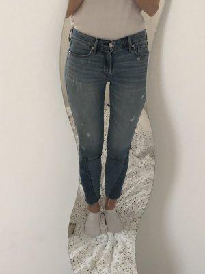 Abercrombie & Fitch Jeansy o obcisłym kroju niebieski