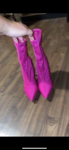 Patucos con punta abierta violeta