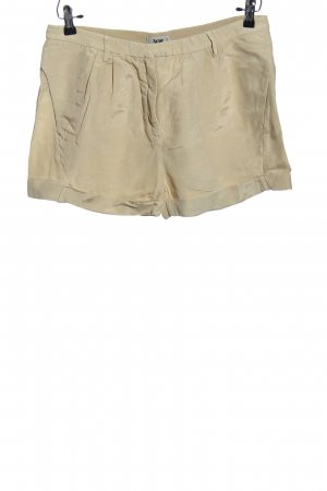 Acne Hot Pants cream casual look