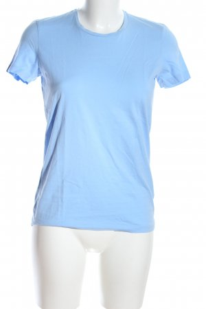 Acne Camiseta azul look casual