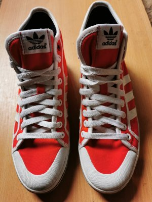 Adidas Originals Wysokie trampki w kolorze białej wełny-czerwony