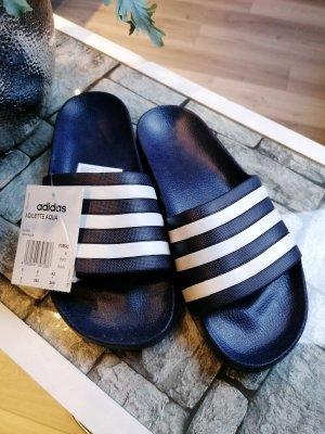 Adidas Chancla de baño blanco-azul oscuro