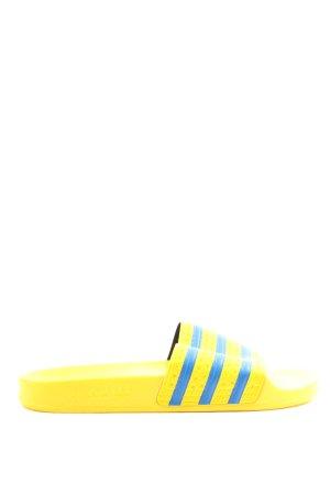 Adidas Chancla de baño amarillo pálido-azul estampado a rayas look casual
