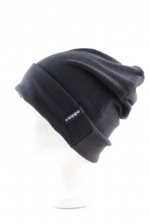 Adidas Beanie black casual look
