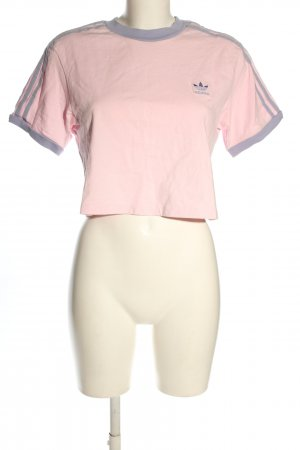 Adidas Camisa recortada rosa look casual