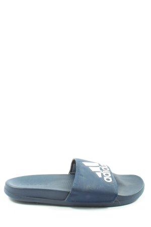 Adidas Komfort-Sandalen blau-weiß Schriftzug gedruckt Casual-Look