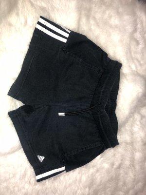 Adidas kurze Sporthose