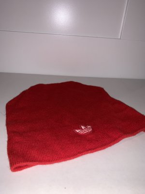 Adidas Bonnet rouge