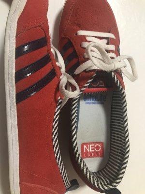 Adidas Neo rote Halbschuhe