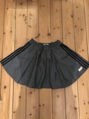 Adidas Jupe à plis bleu foncé-gris foncé